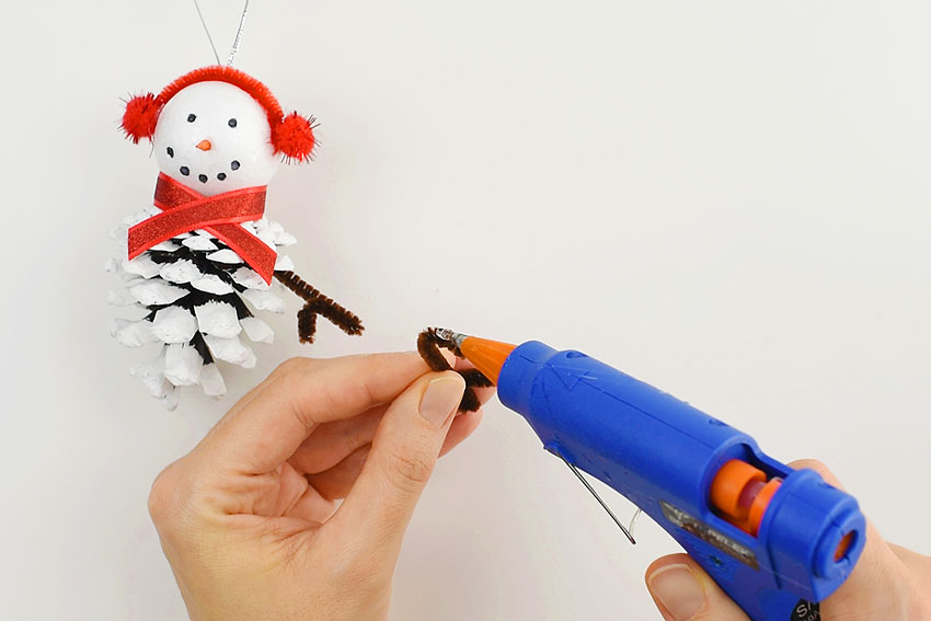 How to Make Pinecone Snowman Ornaments