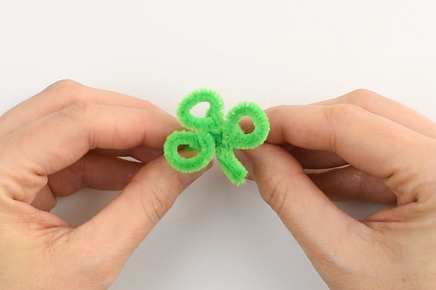 Pipe Cleaner Shamrock Rings - Repeat to make two more loops