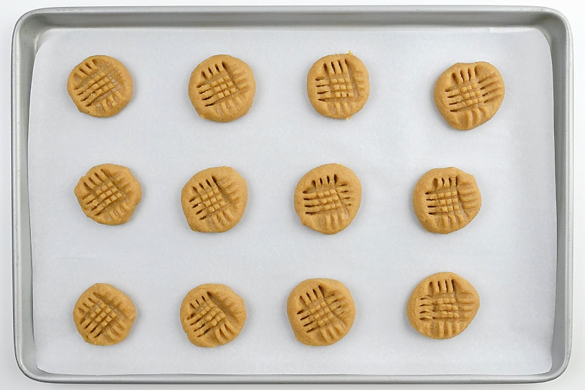 Easy Peanut Butter Cookies - Raw Cookies with Criss Cross Pattern