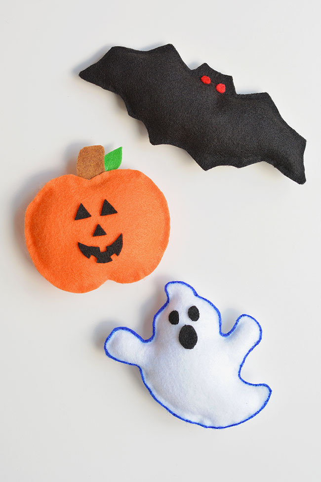 No-Sew Halloween Plushies